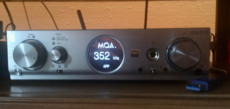 Pro iDSD full MQA decoder gets streams ~700-800kbps and unfolds decodes to 24/352.8k